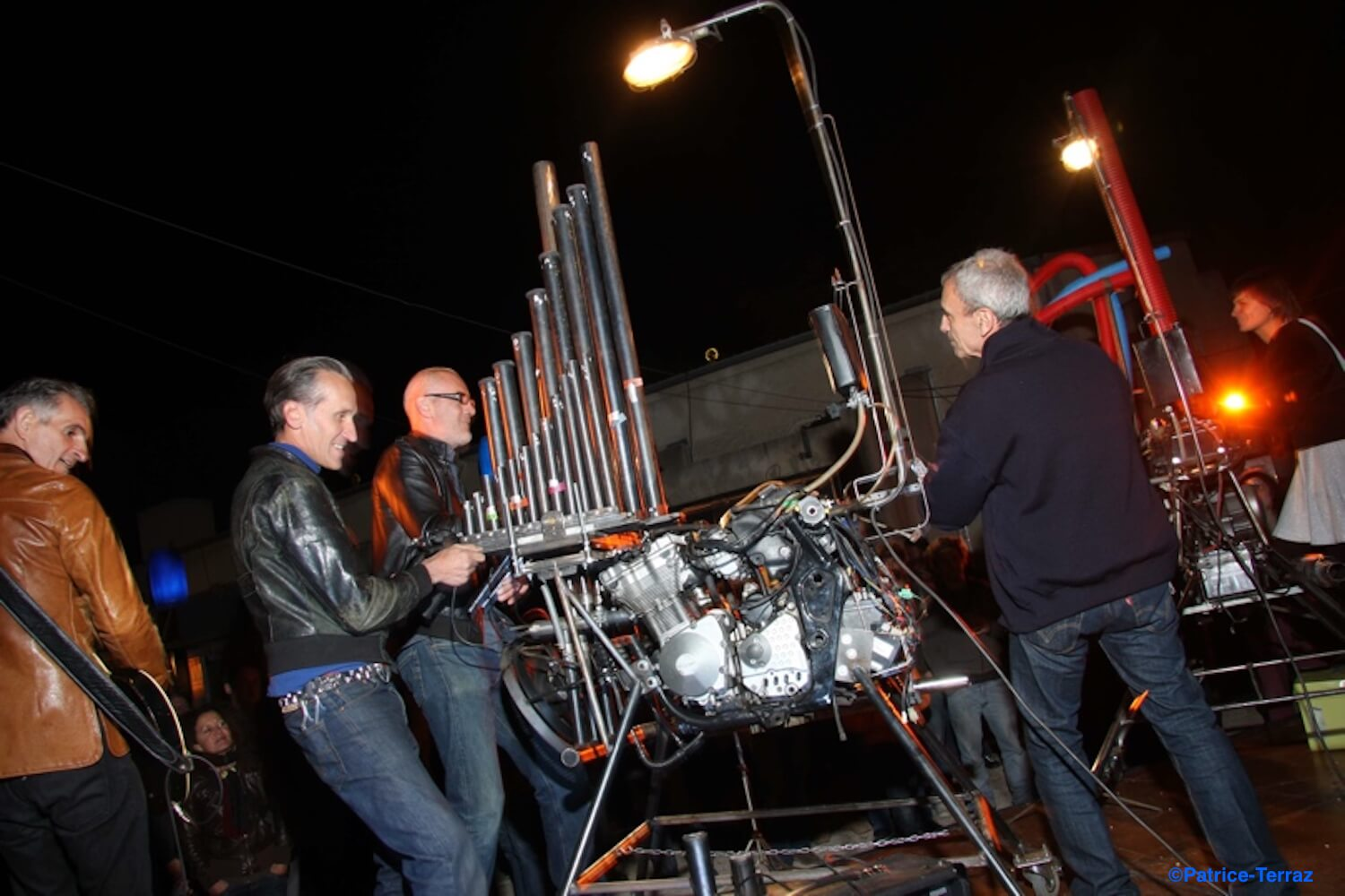 Motorgs : photo de spectacle plein air de nuit
