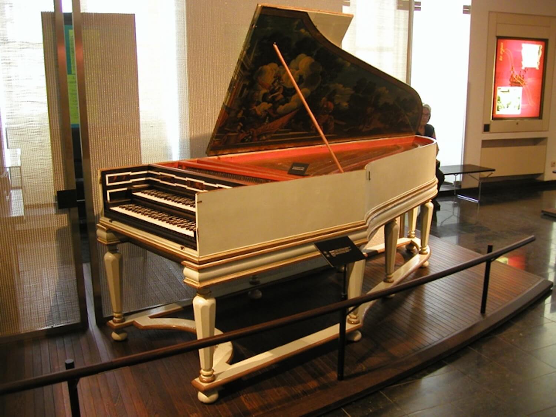 Photographie : clavecin dans un musée