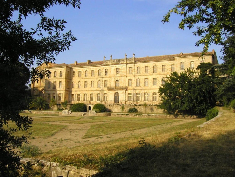 Photographie : chateau-abbaye 18ème en plein soleil