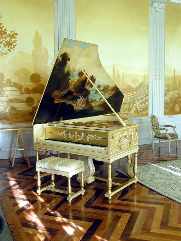 Photographie : le «clavecin» dans un salle luxueuse 18ème siècle