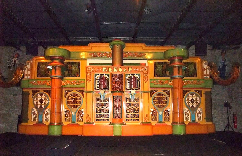 Photographie: orgue mécanique de danse années 40 avec 2 accordéons et saxophone